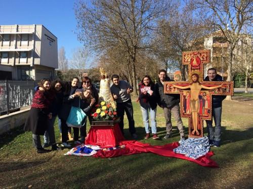 La Croce e la Madonna tra i giovani di Senigallia