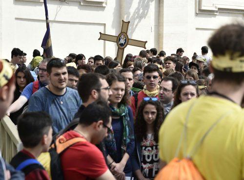 Vaticano, 23 aprile 2016. I giovani partecipanti al Giubileo dei Ragazzi in Piazza San Pietro.