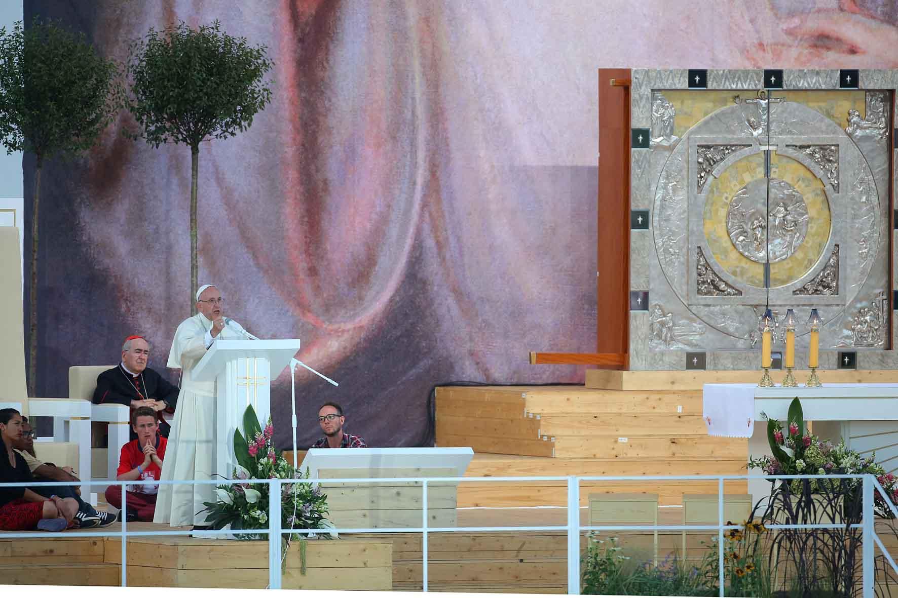 Dio aspetta te gmg 2016 italian website - Papa francesco divano ...